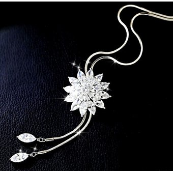 c914550dc16a Fashion Lady Crystal Flower Sweater Chain Summer Dress Accessories (blanco)