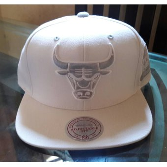 Agotado Mitchell And Ness - Gorra Para Hombre NBA Chicago Bulls -Blanco 89490b01ee7