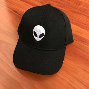92197b304607f Gorra negra unisex con dibujo de un Alien bordado