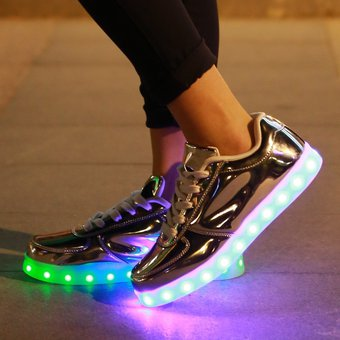 a9a1f18824 Compra Zapatos Casual Unisex Con Luz LED Charger -oro online