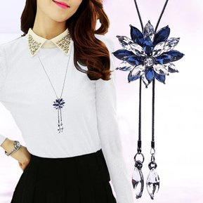 7f570fe00918 Lady Crystal Flower Sweater Chain Summer Dress Accessories(Blue and White)