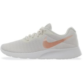 newest 1bd18 a8df2 Tenis Nike Tanjun - 812655008 - Blanco Nacar - Mujer