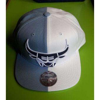 Mitchell And Ness - Gorra Para Hombre NBA Chicago Bulls -blanco celeste 31e14b2e6e8