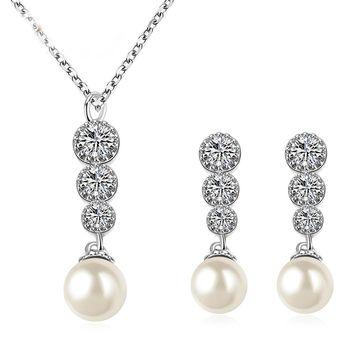 3a7ace689ce4 La Tienda 88 - Set De Collar Y Aretes Perlas Con Zirconias Austriacas  Enchapado Oro Blanco